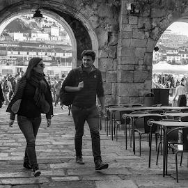 Por la Ribera de Oporto by Jesús Municio - City,  Street & Park  Street Scenes ( porto, ribera, gente, bn )