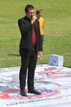 Photo: Paul Greene sings the Australian National Anthem. Photo by Anne-Marie Robb.