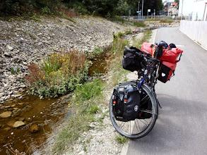 Photo: Mit diesen Rinnsal welches aus einem Moorgebiet kommt, nimmt der Neckar in Schwenningen seinen Lauf Richtung Rhein