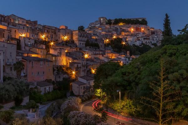 Ragusa by night di pierce