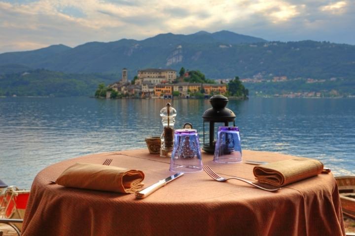 Bicchieri con vista di Ticino-Joana