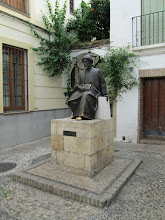 Photo: This is a statue of Maimonides, a great physician of his time.  Supposedly rubbing his foot would give you good luck.