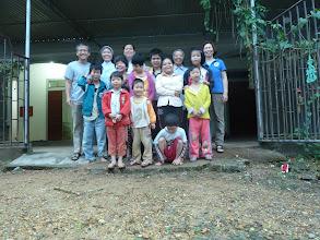 Photo: Các Em khuyết Tật cũng các Seour ơ Trung Tâm Khuyết Tật Thổ Hoàng