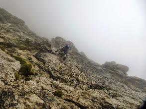 Photo: Un vecchietto in calzoni alla zuava, ci sorpassa noncurante di tutto