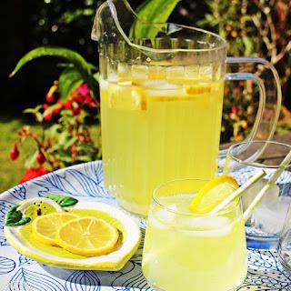 Old Fashioned Lemonade - refreshingly simple!.