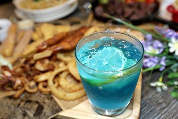 夏爾 Shire 美式餐廳 氣氛活潑適合小型聚餐 專業調酒讓人微醺 近中科米平方