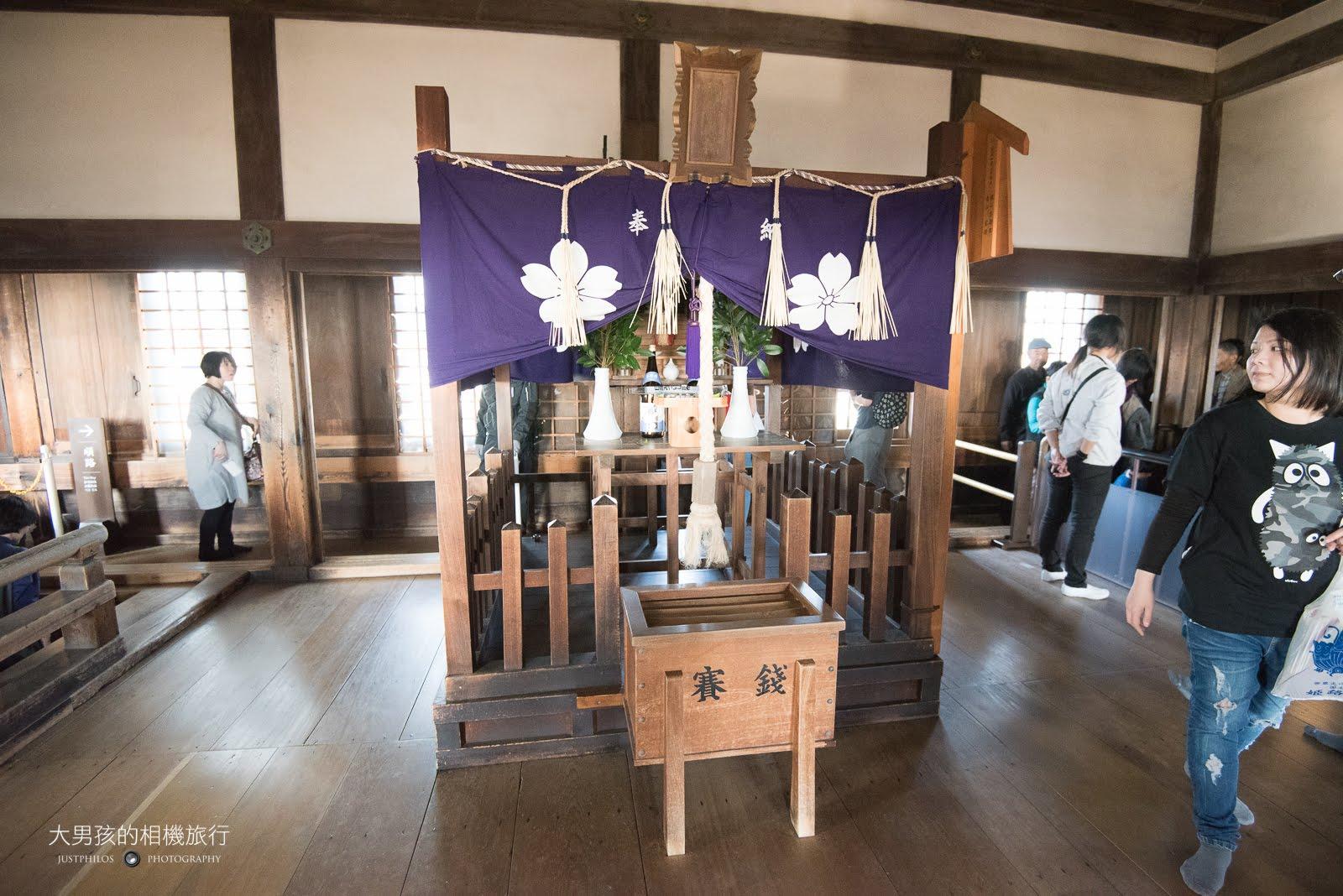 內部也有類似小型的神社。
