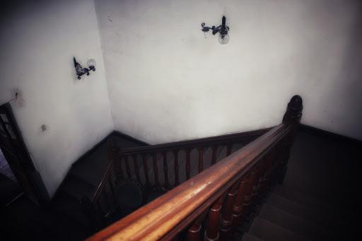 Vista superior de las escaleras de la casona Ochagavía