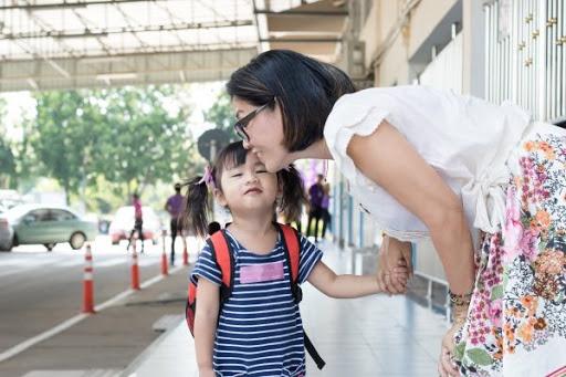 Nếu bố mẹ biết 10 điều này, con lần đầu đi học mẫu giáo sẽ không bao giờ khóc lóc - Ảnh 3.