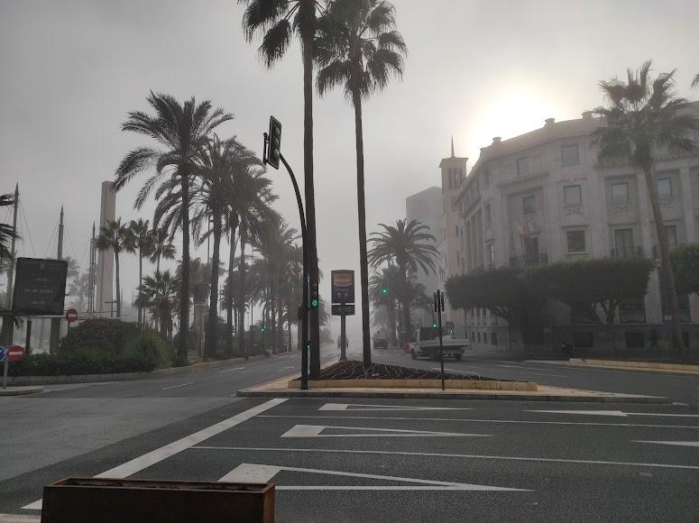 Niebla en Almería: así desaparecía esta tarde la Rambla