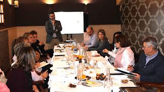 Desarrollo del encuentro en Restaurante La Costa.