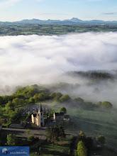 Photo: Sauret-Besserve et la Chaîne des Puys, Auvergne, France