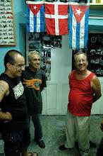 Photo: harlistas gather in havana. Tracey Eaton photo.