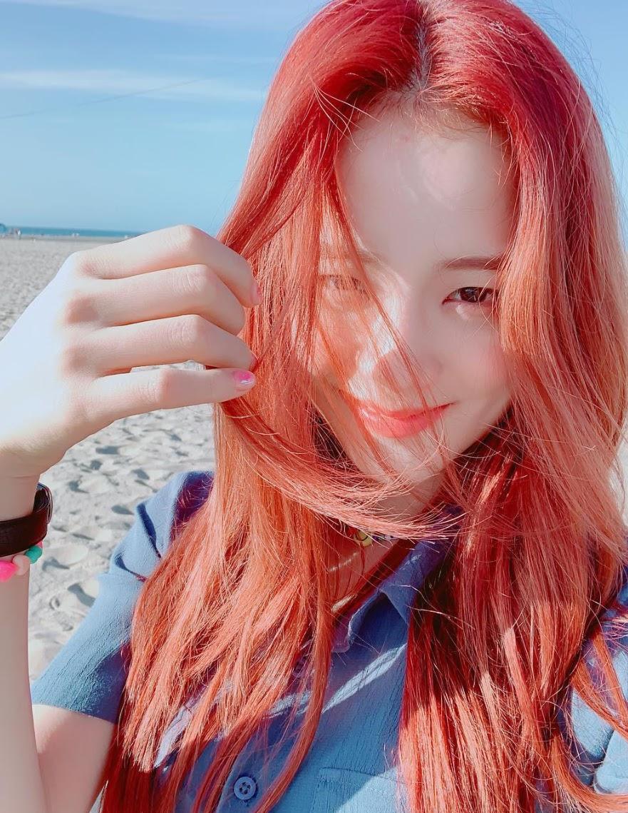 jisoo red hair