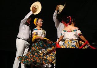 Photo: Una mas de bailes regionales