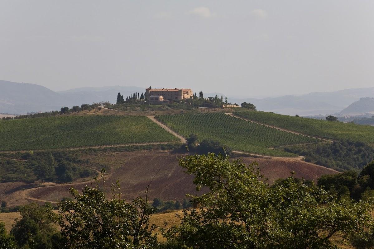 Strada del vino Montecucco, Castello Colle Massari, Poggio del Sasso, Cinigiano