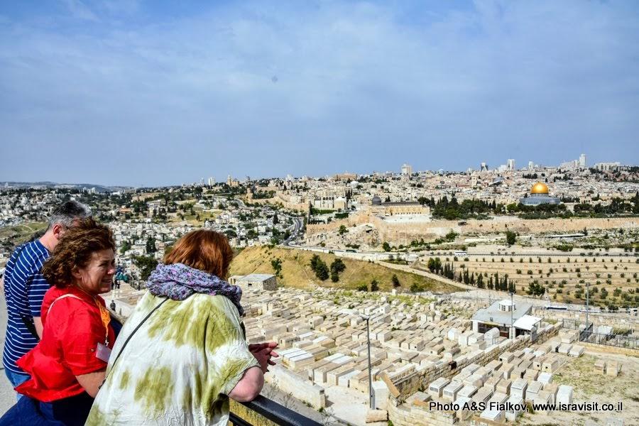 1. На индивидуальной экскурсии с гидом по Иерусалиму Светланой Фиалковой.   Панорама Иерусалима с обзорной площадки Масличной горы.