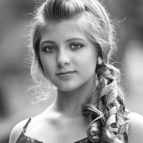 chloe in bw by Sylvester Fourroux - Black & White Portraits & People