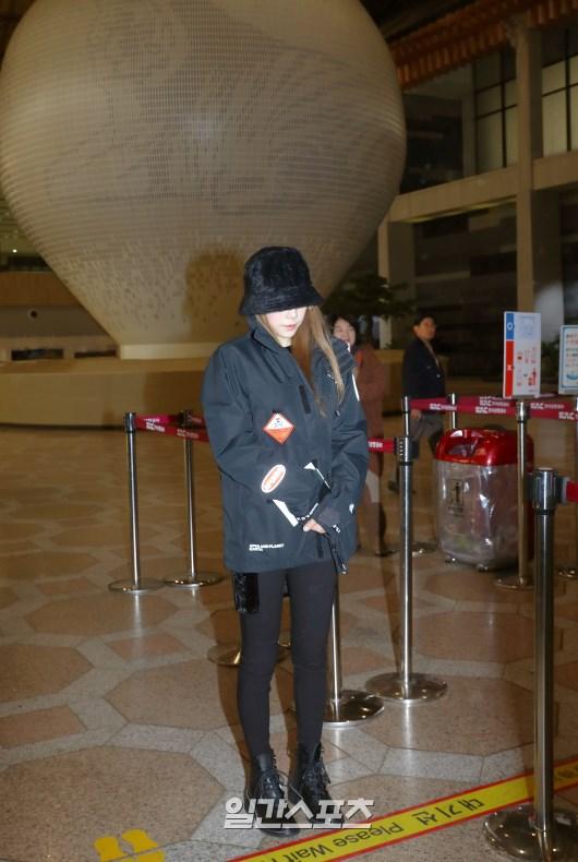 taeyeon airport sad 2