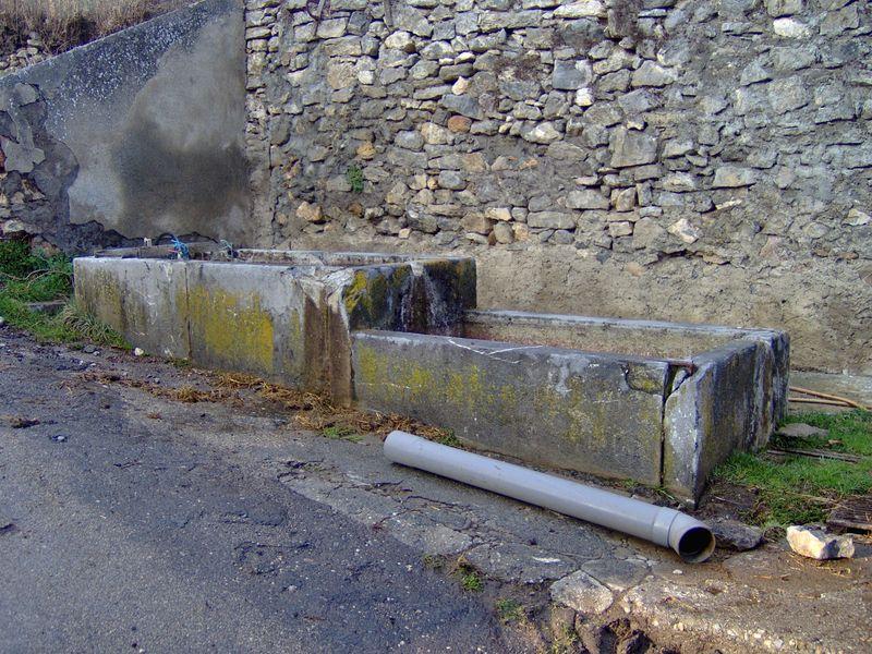 Un bassin en pierre de Laffrey a Versenat