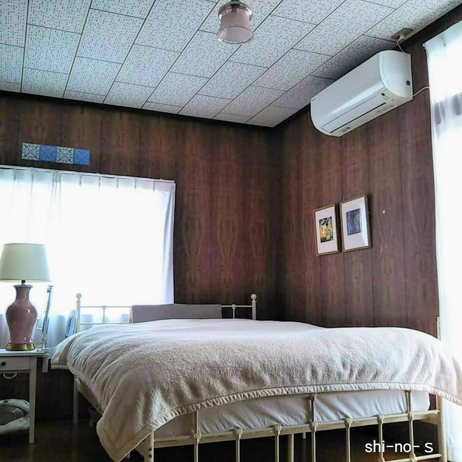 ベッドが右隅にある