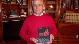 Juan Ortega Beltrán con su gran obra.