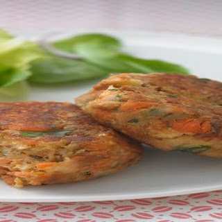 HEALTHY LIVING Salmon Cakes