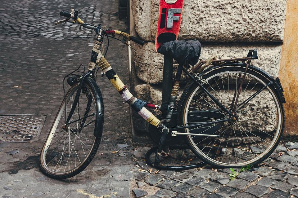 Broken-Vintage-Nostalgia-Old-Wheel-Retro-Bike-2197007.jpg