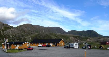 Photo: Magerøyan saarella asuimme Nordkapp Campingissä, tosin kahden hengen huoneessa, jossa oli oma kylpyhuone