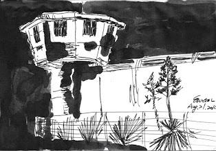 Photo: 夜色中的龍舌蘭2010.08.21鋼筆畫 監獄的圍牆外種滿了龍舌蘭… 夜晚,外圍的燈光照得監獄像是黃金堆砌的城一般… 而這些個龍舌蘭,活像是穿著青碧色的少女,在夜色中起舞…