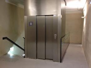 Photo: Arrivée de l'ascenseur au 2eme niveau