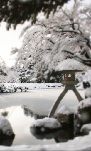【雪降る兼六園】