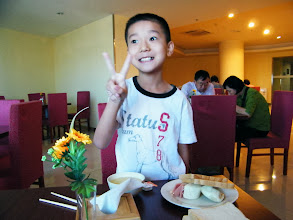 Photo: journey hometown in summer 2013 shakes doubts and plows hope: our first flight full of exciting and complacent as we wished.here warrenzh 朱楚甲 enjoys inn's breakfast. he handmade a toast bread and felt glad.