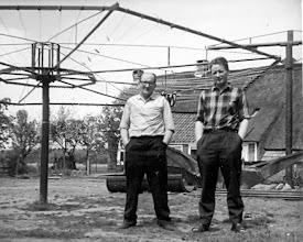 Photo: Albert en zoon Hennie Mennega bij de droogmolen.