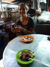Photo: Georgetown, Penang -Chee Cheong Fun small for 2RM (sweet spicy sauce + rice dough) with English Kim living at Sri Lanka, photo taken 110410