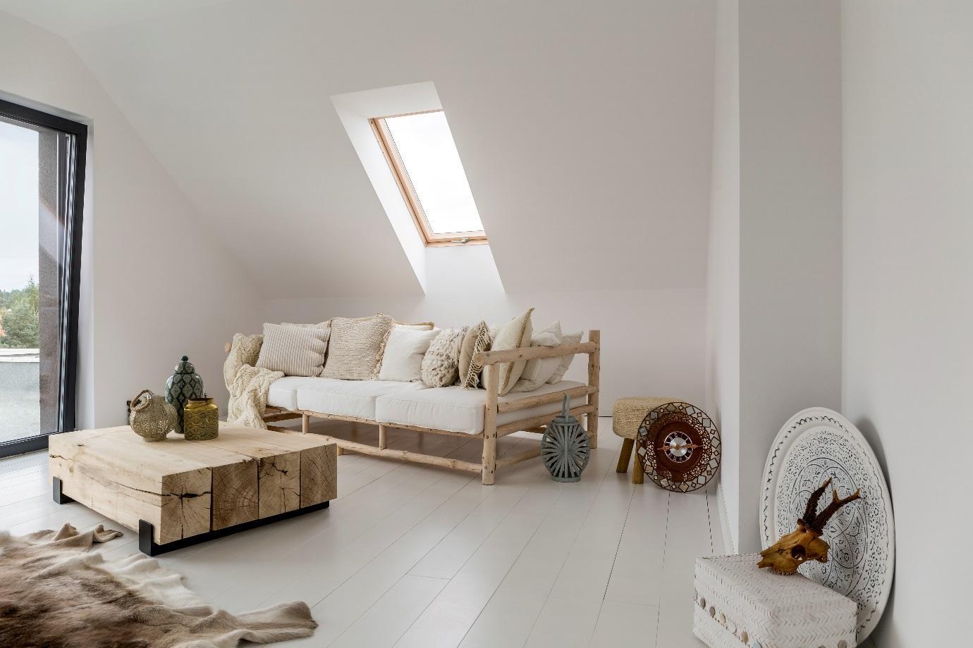 Uma imagem contendo parede, interior, mesa, chão  Descrição gerada automaticamente