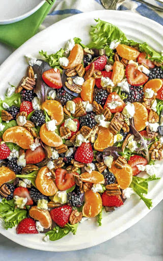 Mixed green salad with fruit