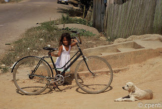 Photo: Humaita' (Amazonas, Brazil) - Bambina con bicicletta e cane / Girl with a bicycle and a dog