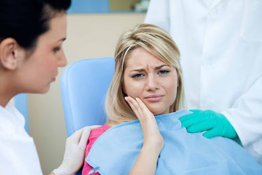 Bà bầu bị chảy máu chân răng có nguy hiểm cho sức khỏe và thai nhi không
