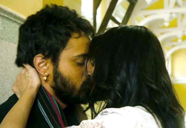 Anushka Sharma & Imran Khan Kiss in Matru Ki Bijli Ka Mandola