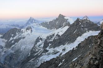 Photo: Výhled na Matterhorn, Zinalrothorn, Schalihorn, Dent Blanche při svítání