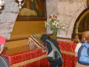 Photo: Graf en Kerk van de Maagd