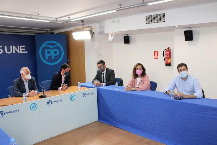 Gabriel Amat, Javier Aureliano García, Ramón Fernández-Pacheco, Maribel Sánchez y Miguel Ángel Castellón.