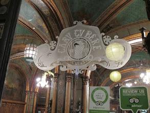 Photo: Rou4HR121-151001Bucarest, resto Caru'cu bere, XIXè, logo gravé sur vitrage extérieur IMG_8790
