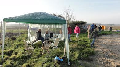 Photo: we hebben een partytent neergezet om een beetje uit de wind te kunnen zitten