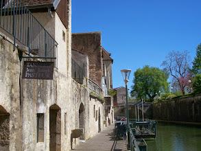 Photo: Au bord du canal des Tanneurs, devant la tannerie du père de Louis Pasteur