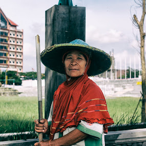 Sisi Lain Kartini by Dahlia Putri - People Portraits of Women ( potrait, streets, people, women )