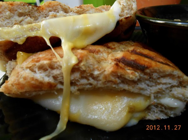 Enjoy this creamy delicious soup with some grill cheese sammies.