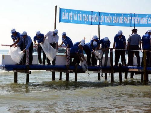 Bãi biển Mỹ Khê Quảng Ngãi tổ chức mít tinh tuần lễ biển - 2