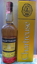 """Photo: Une chartreuse jaune de 1984.  Sur-impression rouge commémorative """"9ème centenaire"""". Une bouteille initialement destinée au marché italien. (merci à Manu)"""